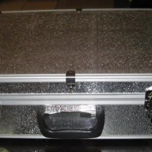 压花铝工具箱银色手提工具箱图片
