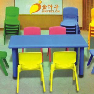 幼儿园多人组合课桌图片