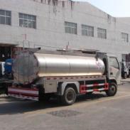 一流保温设置防止变质的奶罐车图片