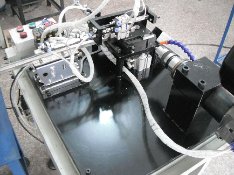 国内哪里有生产全自动绞孔机的呢?