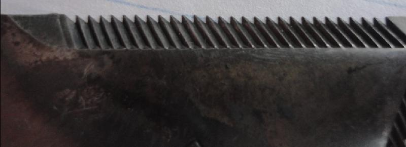 供应:锻造铸造收割机配件、刀片、刀杆、耙齿、护刃器、缸头、摆环箱