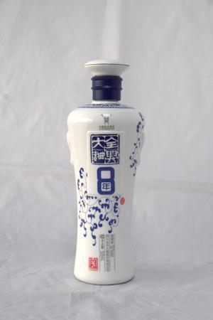 500ml酒瓶图片烤釉酒瓶酒类包装椅套玻璃课桌角图片