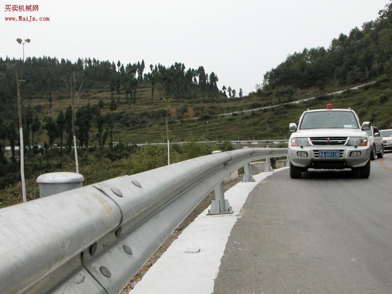 提供山东华安交通设施加工销售围栏立柱