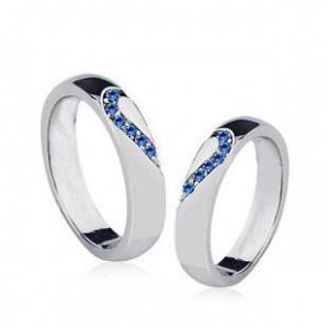 时尚银色爱心情侣对戒指图片
