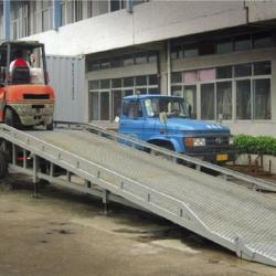轻松装卸 移動式登車橋