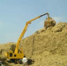 供应秸秆发电行业秸秆原料的卸车堆高机
