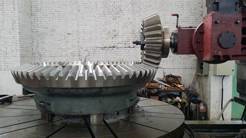 供应PXZ-1400液压旋回式破碎机配件,洛阳PXZ-1400液压旋回式破碎机配件
