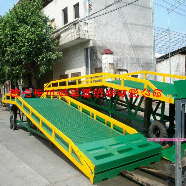 供应现货直销叉车装柜上各种货车登车桥,广东中升降货登车桥厂家