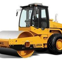 东莞长期专业供应26吨徐工压路机租赁服务、公司哪有找华邦工程机械