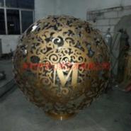 深圳厂家定做不锈钢镂空球雕塑图片