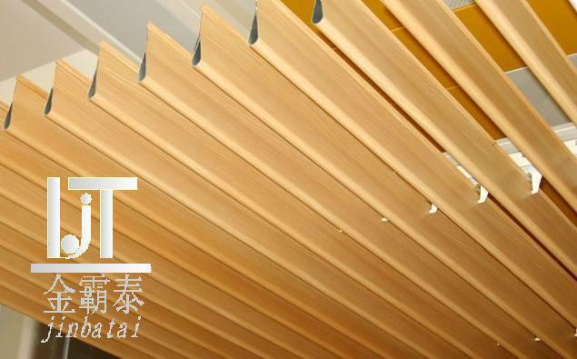 仿木纹金属扣板