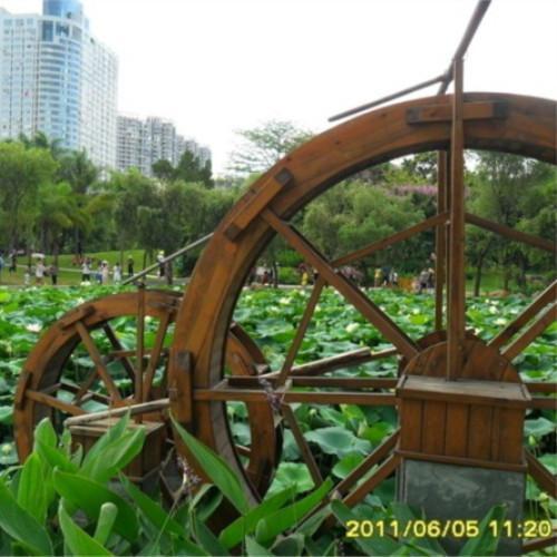 供应防腐木水车图片