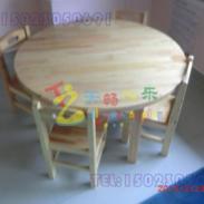 合川区幼儿园木质桌椅图片