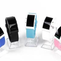 供应品牌女士表韩版复古时装真皮女士手表商务时尚手链女款石英表