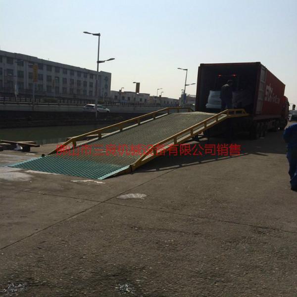 供应公明移动液压式登车桥定制移动液压式登车桥移动液压式登车桥直销