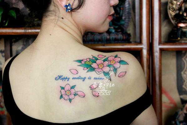 供应背部樱花纹身作品