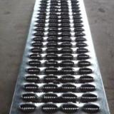 供应新疆3MM金属防滑板-鳄鱼嘴防滑板型号-热浸锌防滑板重量