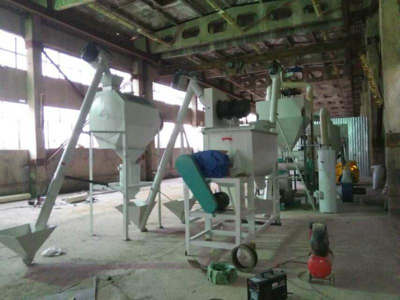供应经济实用型养殖用饲料加工成套设备,山东双鹤SH250型小型饲料机组