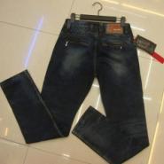 北京最便宜男女装服装批发牛仔裤图片